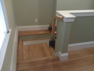 Upper landing for basement stairs