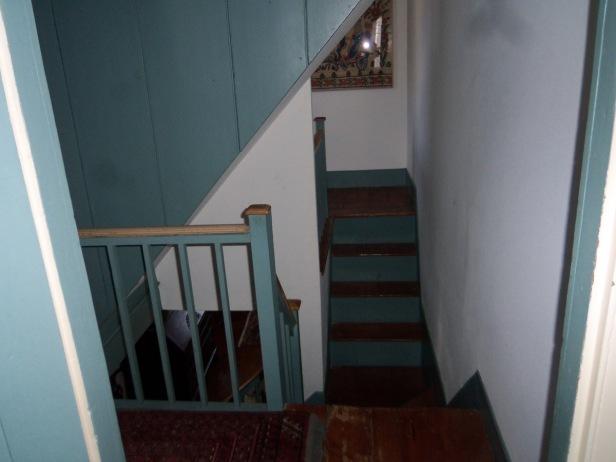 closet_room_stairs